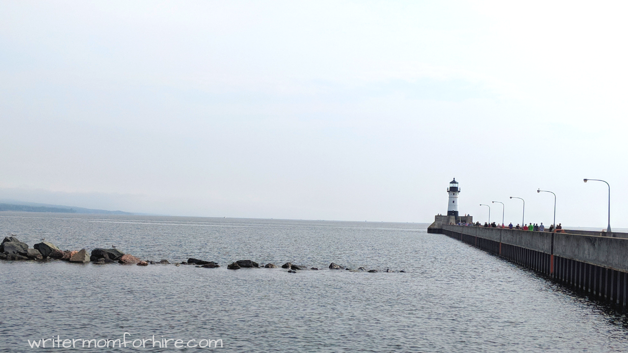 photo of lighthouse on trip to the north shore