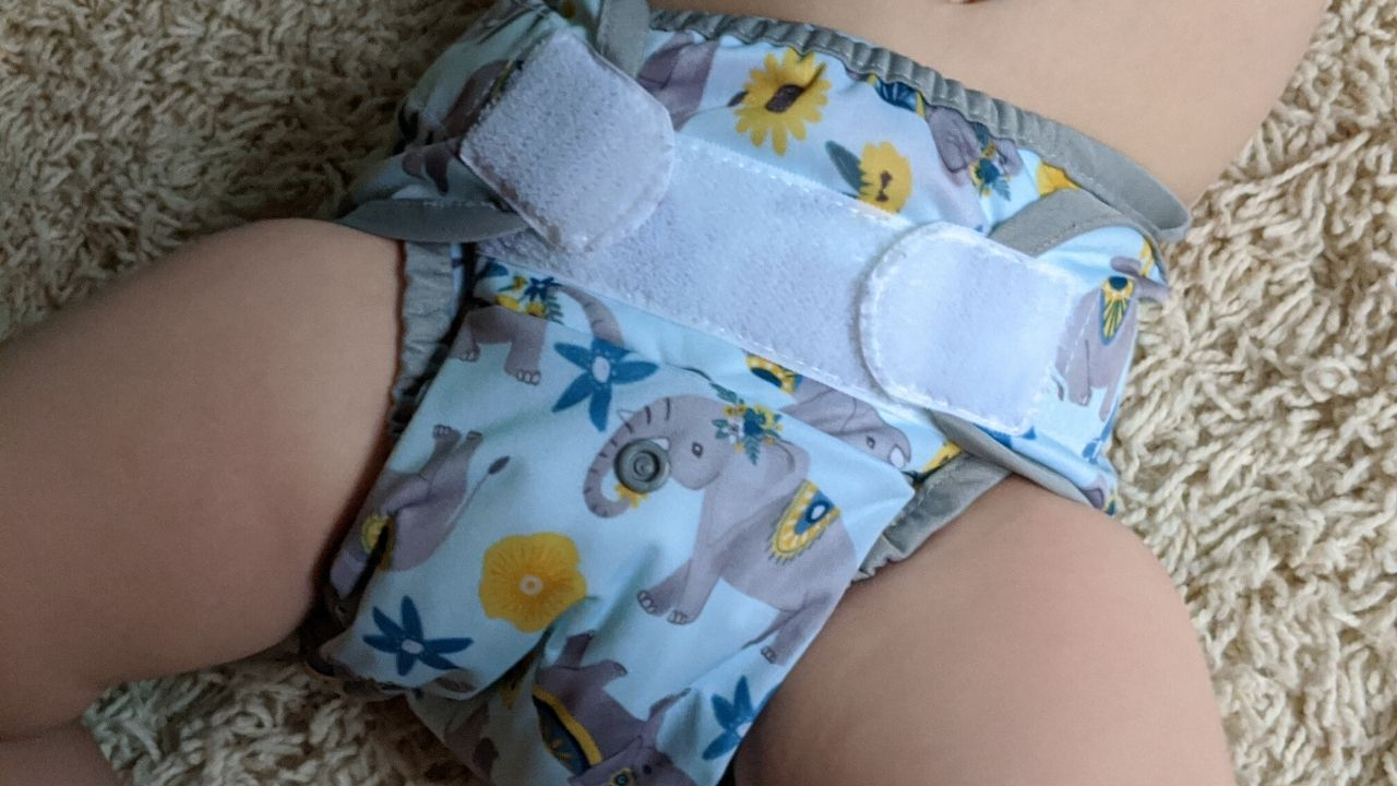 featured photo for review | thirsties duo wrap cloth diaper covers for prefolds, flats, and fitted cloth diapers