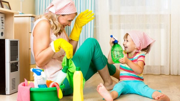featured image for the article on chores for a 4 year old