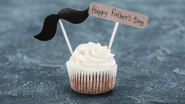 cupcake with mustache and happy father's day sign - featured photo for the article on father's day gifts for expecting dads